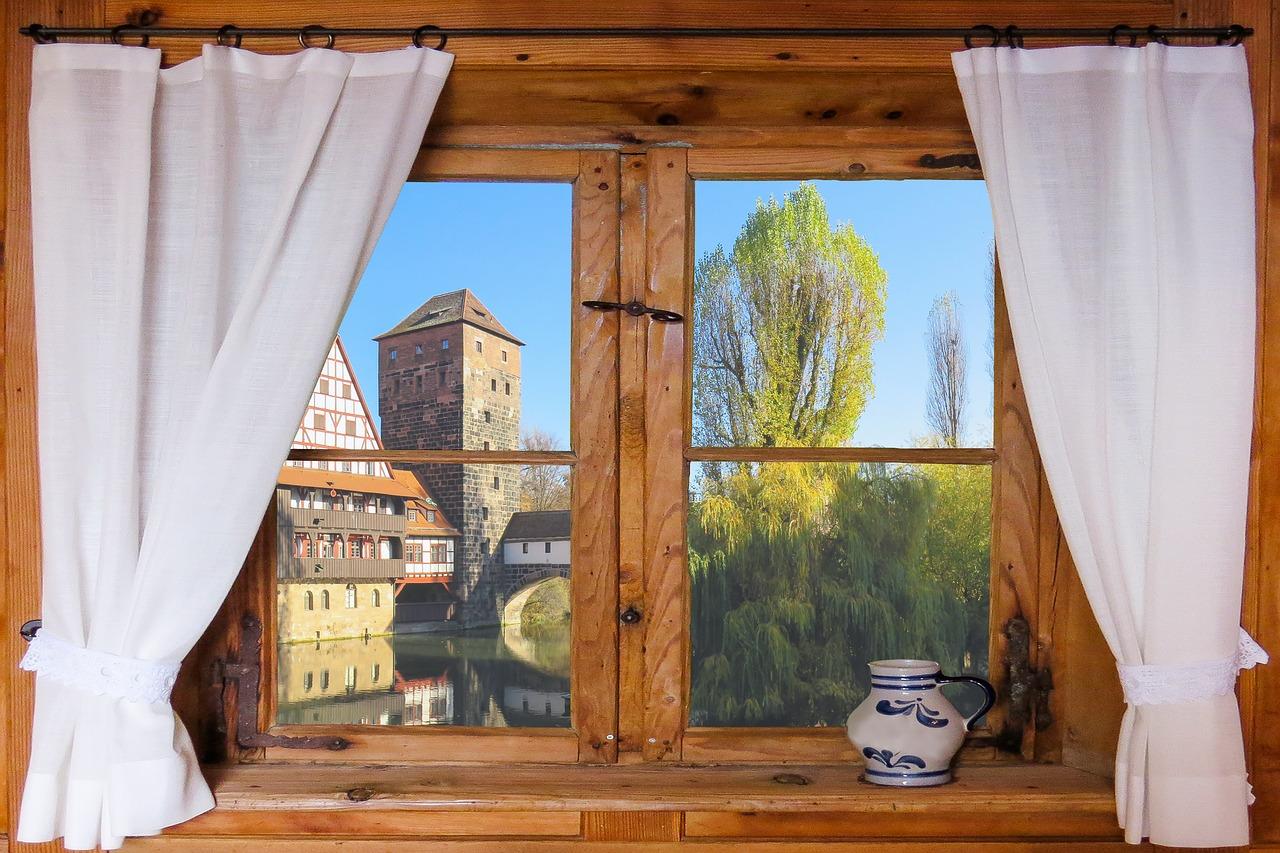 Kto kupuje okna drewniane? Producent okien drewnianych w Warszawie